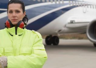 AERO CONSULTING Formations Aéronautiques - Formation sécurité en piste pour agents de piste - Le programme de Formation Sécurité en Piste inclut : Règlementation Zones et Périmètres Circulation piétons et véhicules Règles de signalétique véhicules Risques