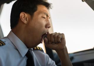 Contenu de la formation Systèmes de Gestion de la Sécurité Risque Fatigue SGS Références réglementaires : Réglementation OACI - Réglementation EASA - Réglementation Française.  Bases théoriques de la fatigue et de sa gestion : Fatigue – Vigilance - Sommei